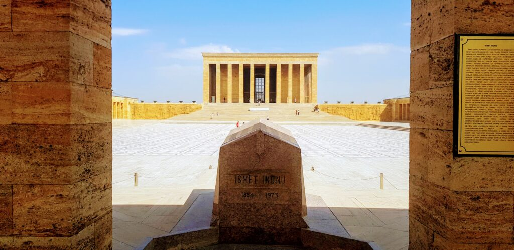 the tomb of Ismet Inonu lies directly opposite that of Ataturk
